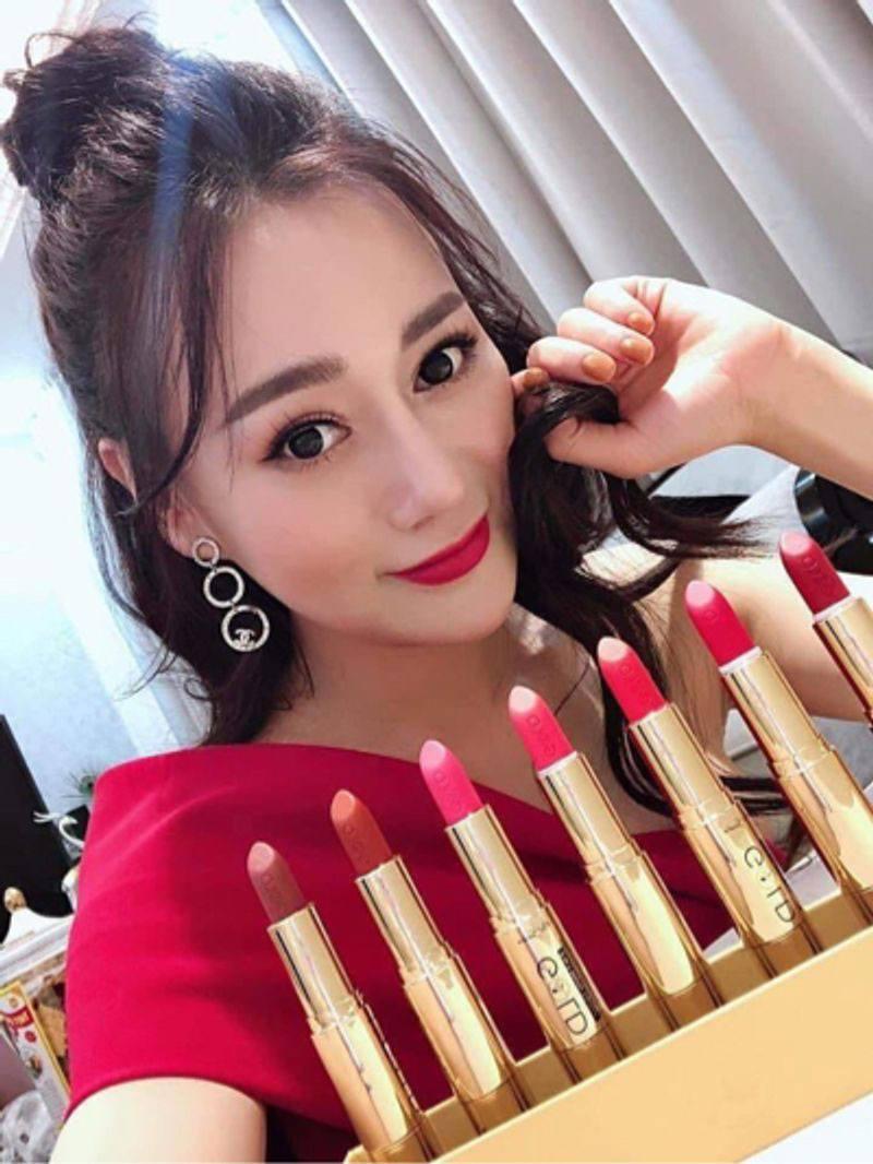 diễn viên Phương Oanh review son gold
